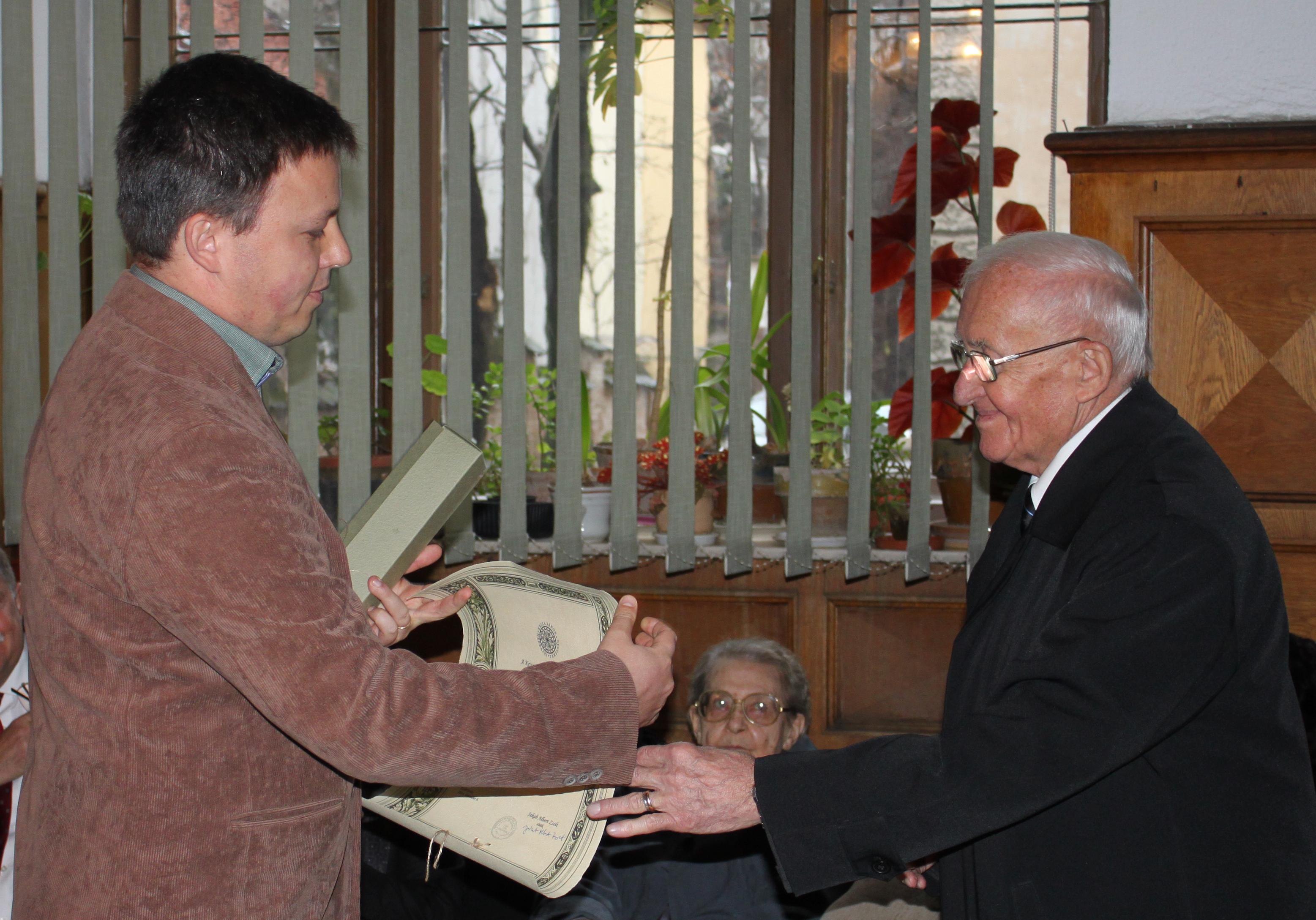 Dr. Almási István kitüntetése