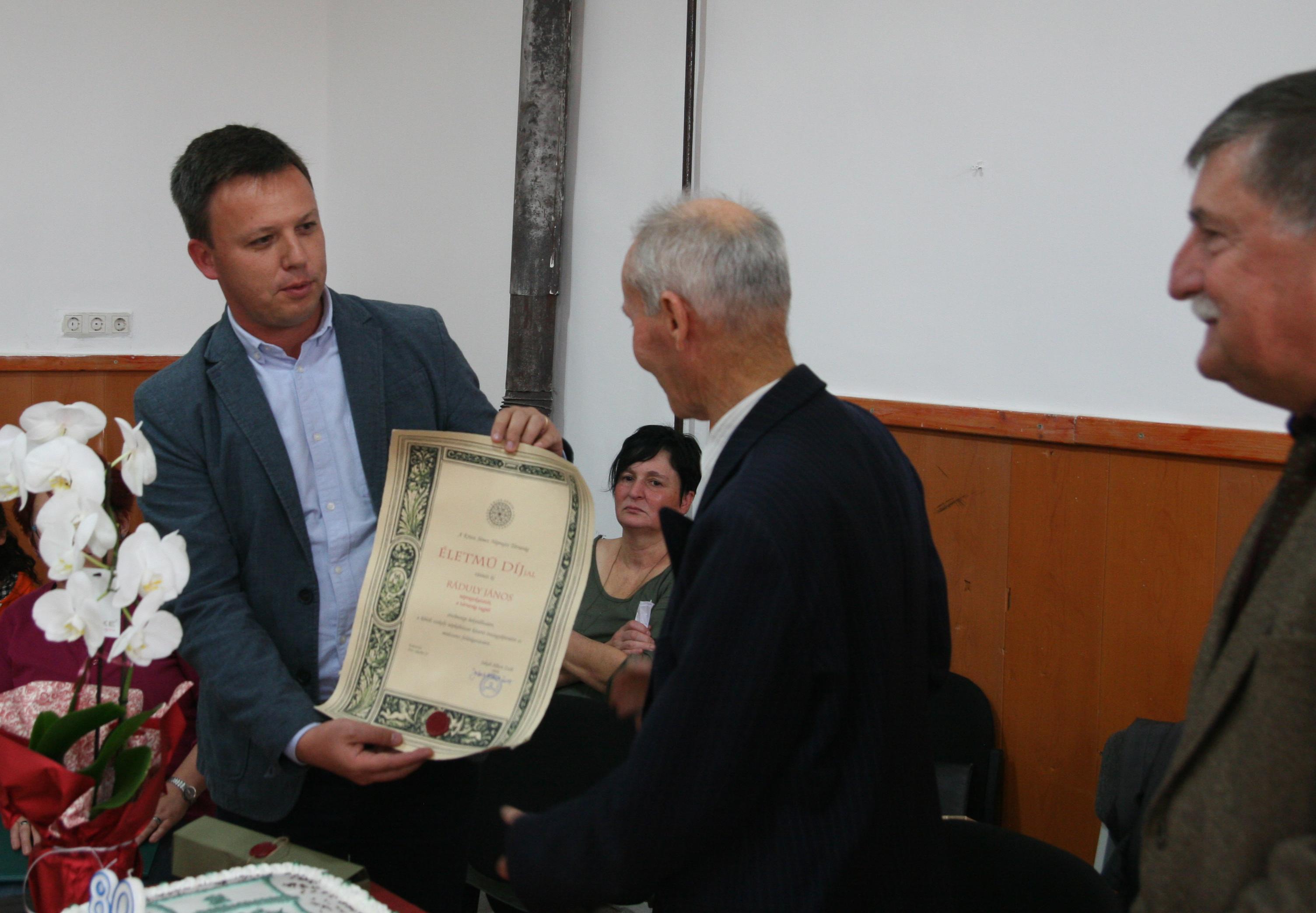 Ráduly János kitüntetése